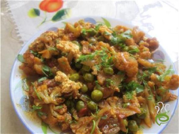 Cauliflower Green Peas Curry With Curdle